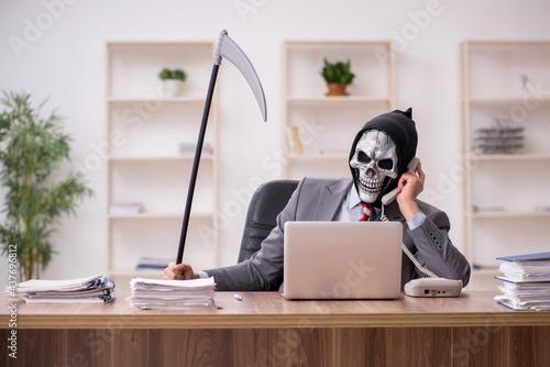 Obraz na płótnie Devil businessman employee sitting at workplace