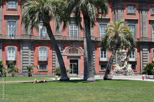 Slika na platnu Napoli - Scorcio della facciata laterale del Museo di Capodimonte dal Belvedere