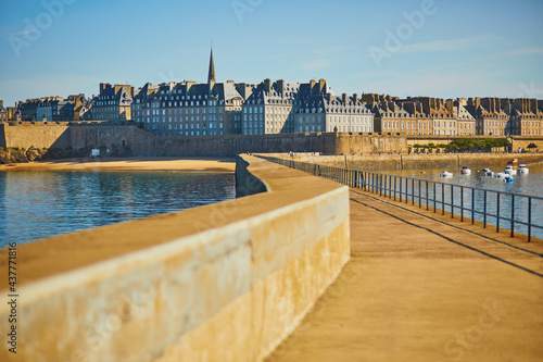Canvastavla Scenic view of Saint-Malo Intra-Muros in Brittany, France