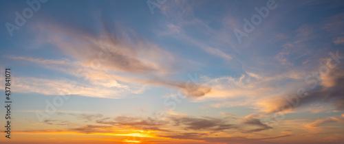 Foto Beautiful sky at sunset, panorama
