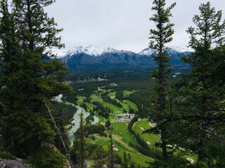 Fototapeta na wymiar Banff & Mount Rundle spine amid spectacular scenery