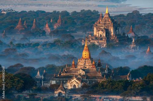Fototapeta Dawn over the temples of Bagan - Myanmar