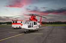 In Bereitschaft: Rettungswagen Mit Rettungshelikopter