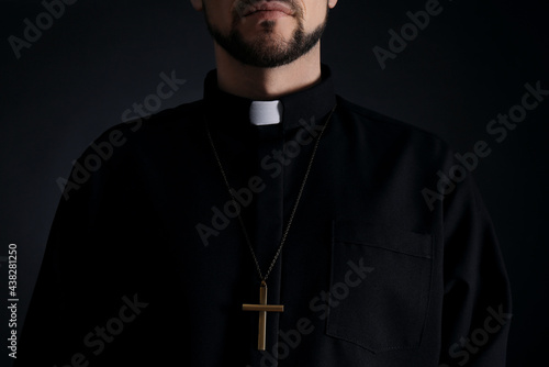 Priest wearing cassock with clerical collar on dark background, closeup Fototapet