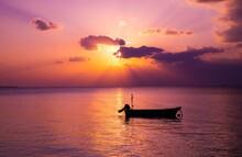 夕日 海 水平線 ボート 沖縄