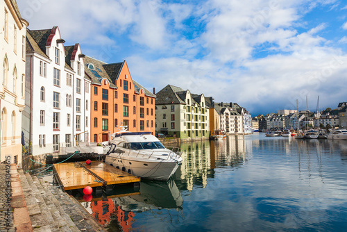 Carta da parati Cityscape at the canal with a boat in Alesund, Norway