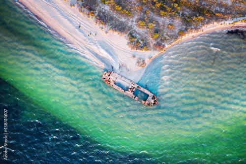 Old shipwreck reinforced concrete barge Fototapet