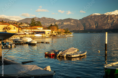 Stampa su Tela Sheltered boats next to the shore on Lake Como