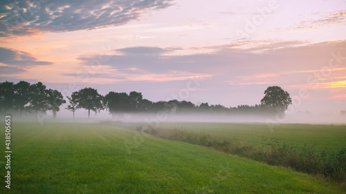 Photo Early morning ground fog in the countryside.