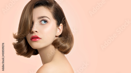 Tela Beautiful young woman with clean perfect skin and bob hair