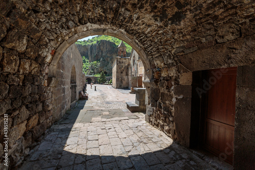 Slika na platnu stone passage in armenia made in the form of an arch