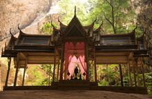 Pavillon Royal De Phraya Nakhon Cave En Thailande Dans Le Parc National De Sam Roi Yot (temple Bouddhiste Construit Pour Le Roi Rama V En 1890