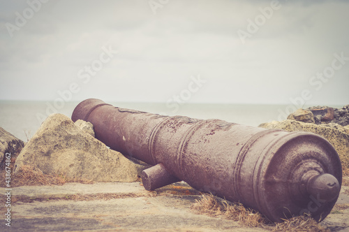 Fotografia Old cannon in a ruined fortress
