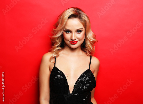 Canvastavla lifestyle, party and people concept - Gorgeous blonde woman in an evening dress