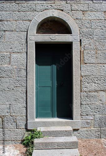 Portale laterale chiesa di Santa Caterina a Campiglia di La Spezia Fototapeta