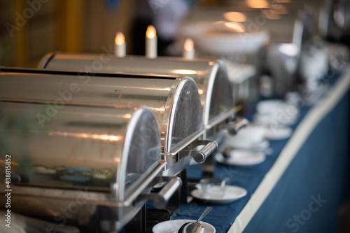 Foto buffet food, catering food party at restaurant, mini canapes, snacks and appetiz