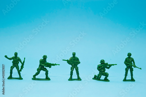Canvastavla green plastic toy soldiers