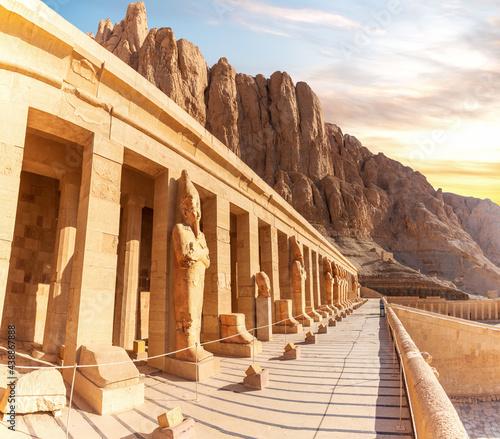 Fotografija Mortuary Temple of Hatshepsut, northern colonnaded facade of the upper terrace,