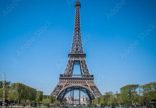 Obraz na plátně view of the Eiffel tower in Paris.