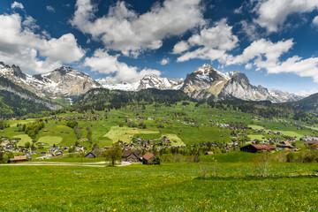 Blick auf den Ort Wildhaus und den Alpstein mit Säntis, Toggenburg, Kanton St. Gallen, Schweiz