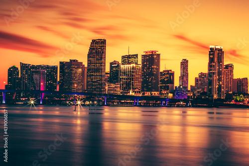 Foto Miami Skyline at night sunset