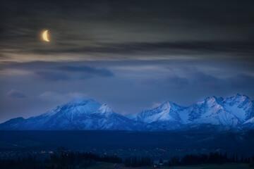Panorama Tatr Nocą Z Księżycem