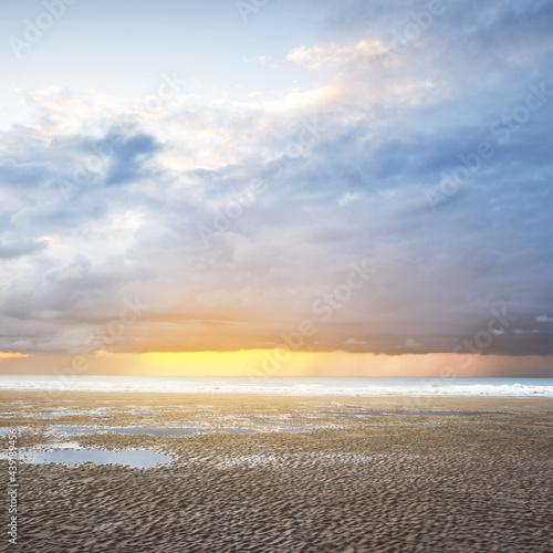 Obraz na płótnie Sandy shore near the cliff of Cap Blanc Nez on the coast of France at the Straight of Dover (Pas de Calais) at sunset