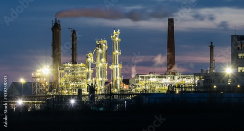 Fotografie, Obraz Oil Industry at night, Petrechemical plant -  Refinery