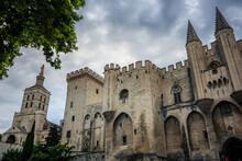 La Façade Du Palais Des Papes à Avignon