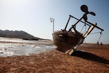 Low Tide Arabian Sea Karachi Fishermen Boat Creek