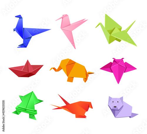Fototapeta premium Origami Japanese animal illustrations set in cartoon style. Cute paper animals. Dinosaur, humming bird, crane, boat, elephant, fly, frog, bird, wolf, dog. Art concept for advertisement, banner designs