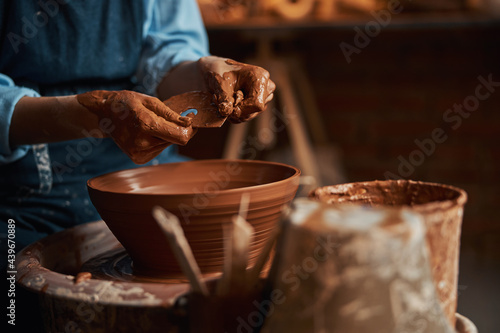 Elegant arms of female artisan in clay while making bowl in pottery workshop Fototapete