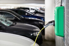 Electric Car: Charging Electric Car Battery