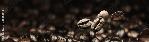 Fotografiet freshly roasted coffee beans close-up