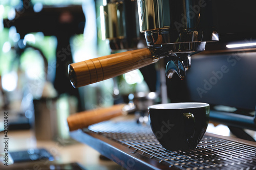 professional barista making espresso coffee to a drink cup in cafe, beverage caf Fototapet