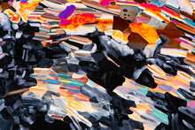 Liquid Crystal For LCD Displays Under Polarized Light