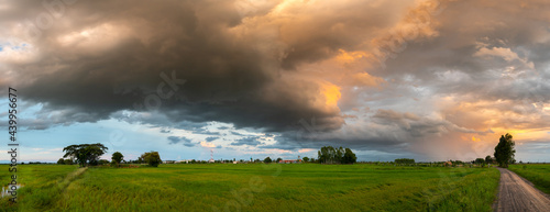Fotografia Panorama Super storm with sun light , Dark sky and dramatic black cloud before rain