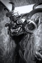 Mascara Típica Del Baile De La Diablada, Es Parte Del Folklore En Bolivia En Carnaval. Realizados A Mano. Resaltan Los Coloridos Cuernos, Serpientes, Los Colmillos Y Los Ojos