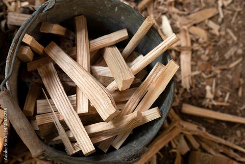 Valokuva Bucket of wood kindling