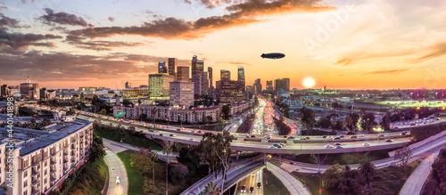 Obraz na plátně Los Angeles skyline with Blimp