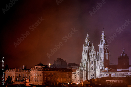 Fotografiet View of the cathedral of Santiago of Compostela in the night.