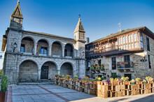 Plaza Mayor Y Ayuntamiento De Puebla De Sanabria Con Hermosas Jardineras, Provincia De Zamora En España