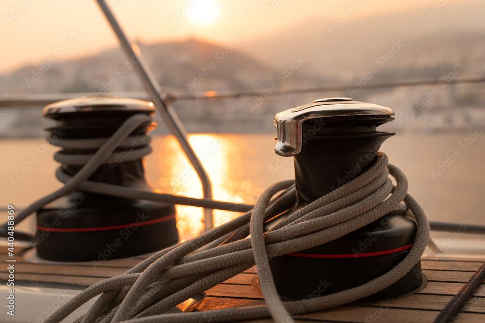 Liny na kabestanach