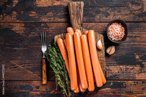 Billede på lærred Frankfurter sausages on wooden cutting board