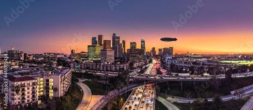 Fotografie, Obraz Los Angeles Skyline goodyear blimp