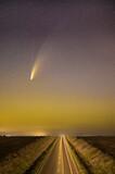 Fototapeta Rainbow - Kometa Neowise nad drogą, Neowise on the street