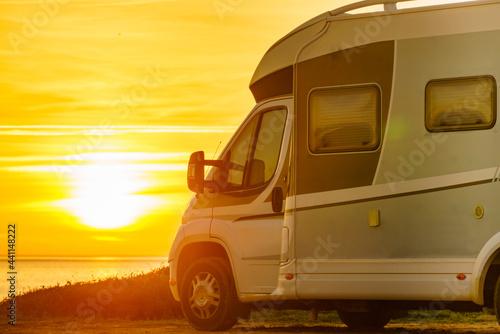 Fotografie, Obraz Camper vehicle on beach at sunrise