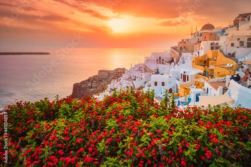 Carta da parati Sunset over Oia town on Santorini island in summer