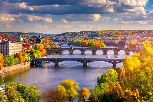 Canvas Autumn view to Charles bridge on Vltava river in Prague, Czech Republic