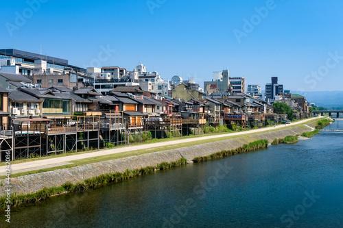 Obraz na plátně 京都市 鴨川と四条の街並み